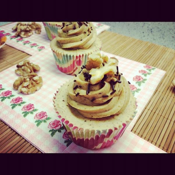 Delicioso Cupcake de café relleno de nueces para cursos cupcakes madrid