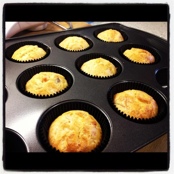 Así son los bizcochos recién horneados para los cursos cupcakes madrid de cupcakes salados
